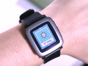 Pebble Time se mantiene a flote a pesar del lanzamiento de Apple Watch